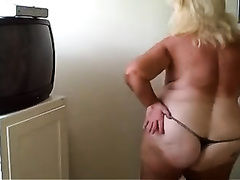 My fresh livecam acquaintance dances and flashes her chubby body