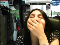 Webcam dark brown slams her bald cunt with a fake penis