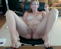 Fat aged floozy in glasses puts on a priceless cam show for me