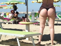 Woman with terrific butt gets caught on my hidden livecam on a beach