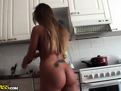 Sexy honey with a sweetmeat in her rectal hole gives head to a fortunate fellow