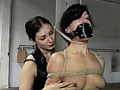 Raven haired whore makes her slave housewife suffer from tortures