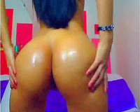 Webcam sexbomb with excellent ass enjoys anal masturbation