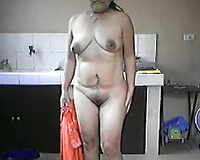 Filipina mama exposes her naked body during a intimate show