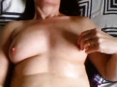 Passionate livecam milfie diddles her taut pink pussy with sex toy