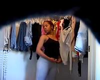 Watch my curvy Colombian girlfriend all stripped in dressing room