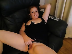 Bodacious wench desires me to finger fuck her thick cookie