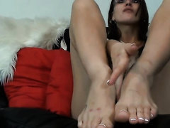 Cute dilettante dark brown girl demonstrates her wonderful feet for the webcam