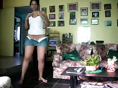 Bootyful honey feels no shame dancing in front of the webcam