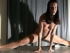 My ex GF does a split and rides a vibrator at the same time