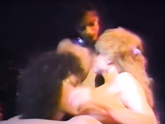 Retro golden-haired toys her cookie and goes lesbo with hawt brunettes