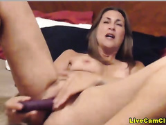 Busty Milf with a pleasing looking snatch in a livecam show