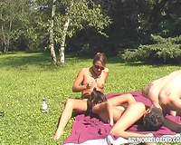 Two charming non-professional cuties share a 10-Pounder in outdoor FFM movie