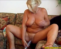 Saucy older woman acquires in the mood for some masturbation session