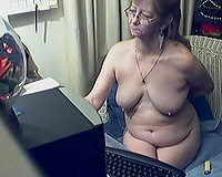 Old lady exposed on livecam is trying to entice me with her flaccid love bubbles