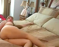Chubby golden-haired milf shows her cum-hole for the livecam and masturbates