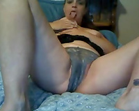 Mature derty white white lady on web camera flashed her smutty vagina
